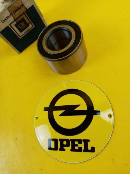 NEU + ORIGINAL GM Opel Bitter CD 5,4 V8 + Bitter SC Radlager hinten Hinterachse