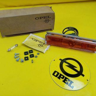 NEU + ORIG Kadett A / L Coupe Limousine Blinker mit Montagematerial links