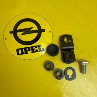 NEU + ORIGINAL Opel Ascona B Adapter Einbausatz Sicherheitsgurt vorne B-Säule