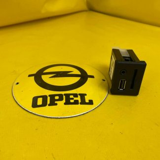 NEU + ORIGINAL Opel Zafira C Insignia A SD + USD + AUX Steckbuchse Stecker