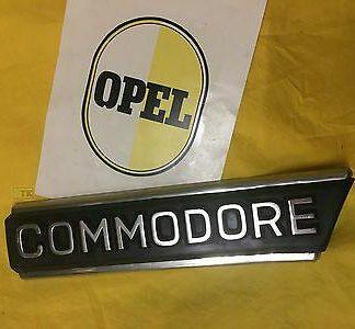 NEU + ORIGINAL OPEL Commodore B Emblem Zierleiste Schriftzug auf Kotflügel NOS