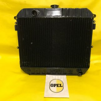 NEU + ORIGINAL OPEL Commodore A Automatik Kühler Wasserkühler 2,2 2,5 2,8 GS/E