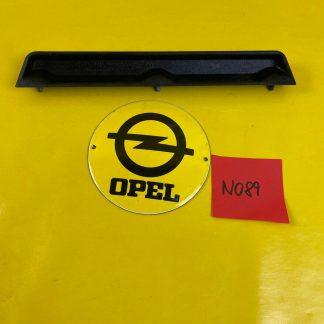NEU + ORIGINAL Opel Kadett D Limousine Griff Kofferdeckel Halter Hauklappe