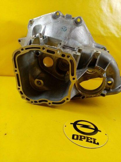 NEU + ORIG GM Opel Getriebe Gehäuse F10 Getriebeglocke Corsa A Ascona C Astra F