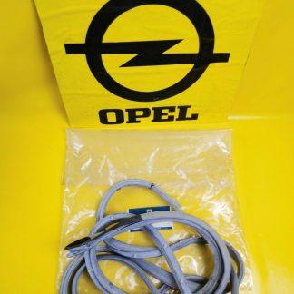 NEU + ORIGINAL Opel Monza GSE 2,5 + 3,0 E Türdichtung rechts Dichtung Tür Gummi
