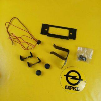 NEU + ORIG GM Opel Kadett D Radio Einbausatz Blende Knöpfe Halter GTE 1.8 1,8