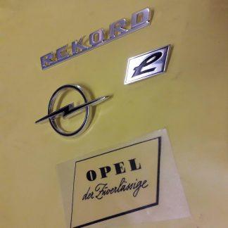 NEU + ORIG Opel Rekord C Coupe Limousine Caravan Embleme Schriftzug Halter Chrom